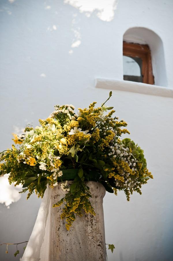 διακόσμηση γάμου με Κίτρινα Αγριολούλουδα