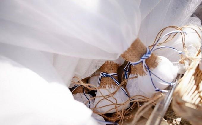 τούλινη μπομπονιέρα γάμου με λινάτσα