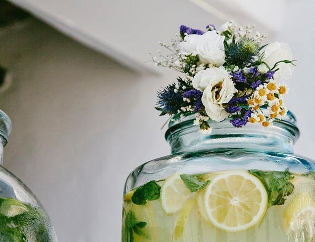 λεμονάδα για τους καλεσμένους γάμου