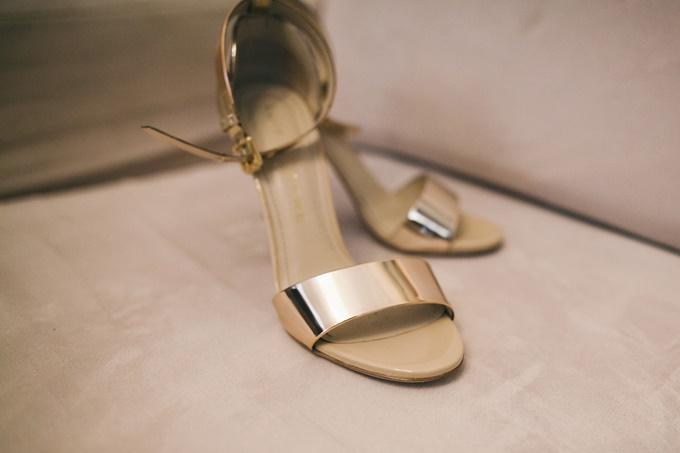 Glam χρυσά νυφικά πέδιλα Luis Onofre  2fb4db645a5