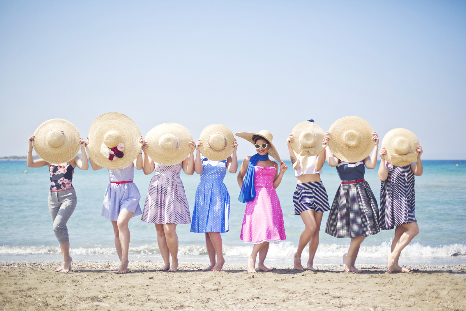 vintage bachelorette party στην παραλία