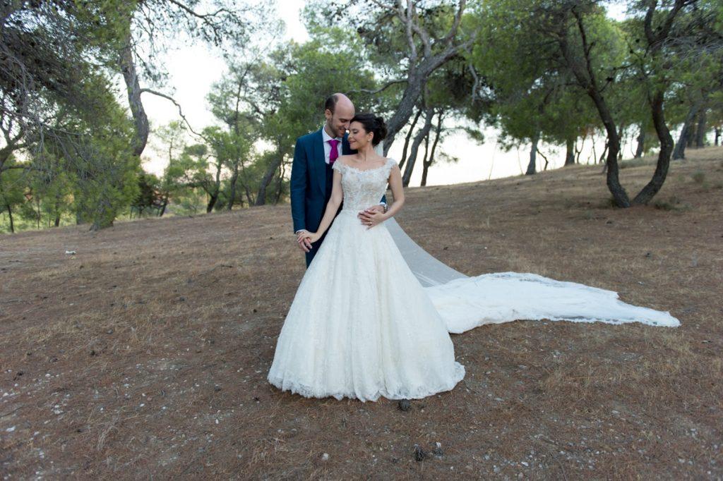 Ζευγάρι σε φωτογράφιση γάμου