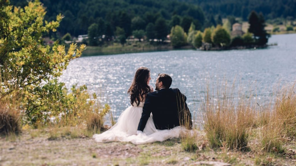 Φωτογράφιση γάμου στη λίμνη