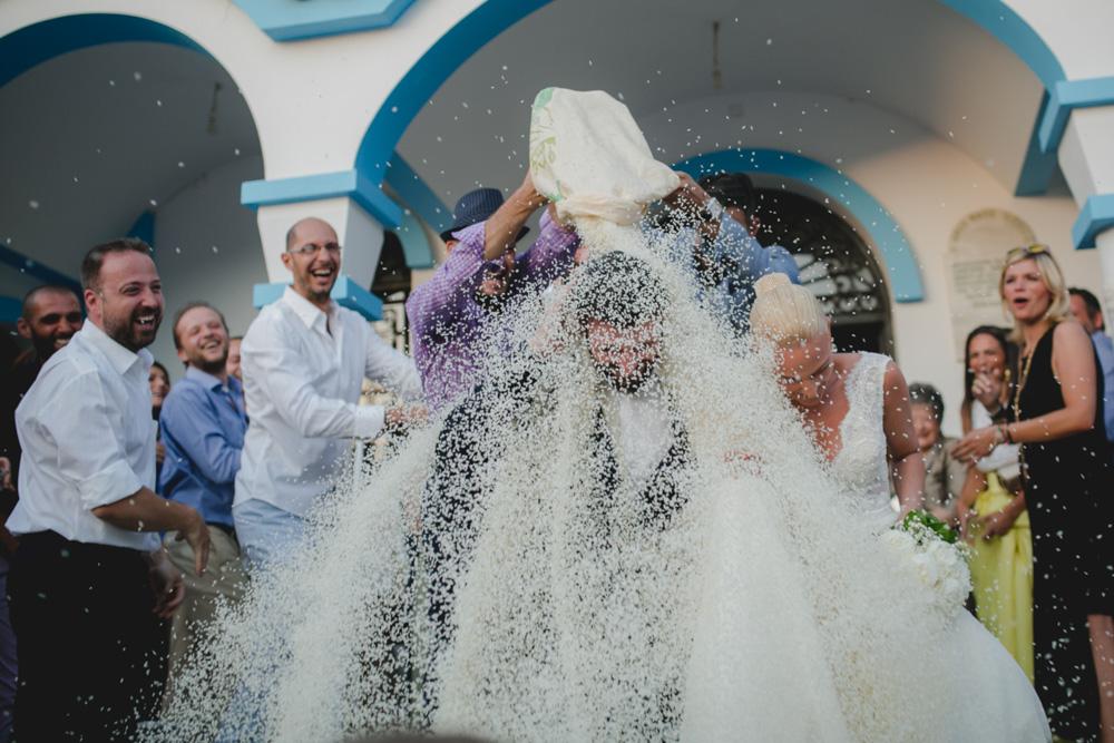 έθιμο γάμου ρίψη ρυζιού