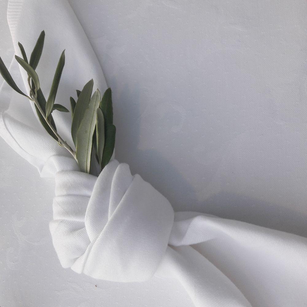 Στολισμός πετσέτας καλεσμένων γάμου με ελιά