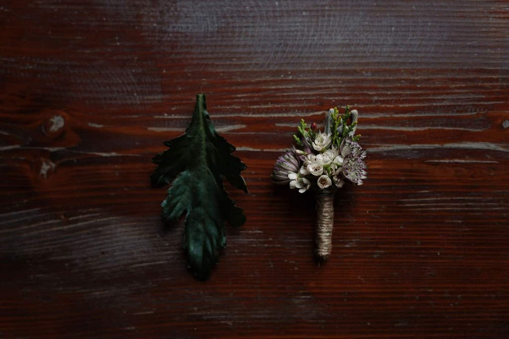 boutonnieres for the groom and best man