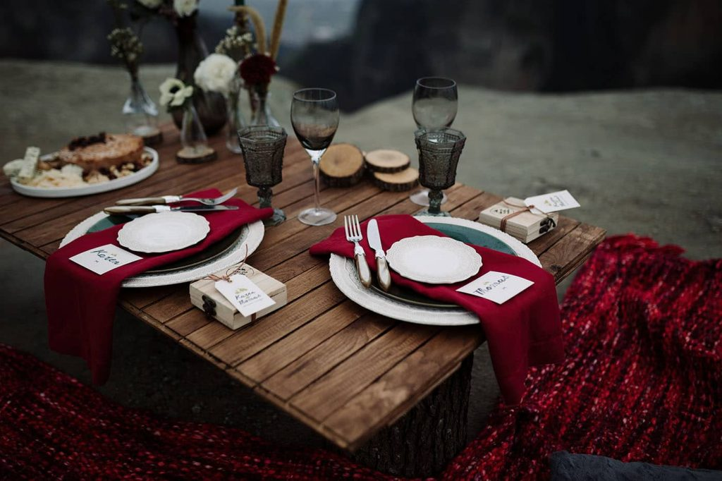 mountain winter wedding decoration