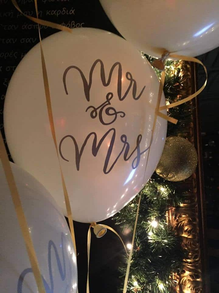 Glam wedding decoration with Mr & Mrs white balloons
