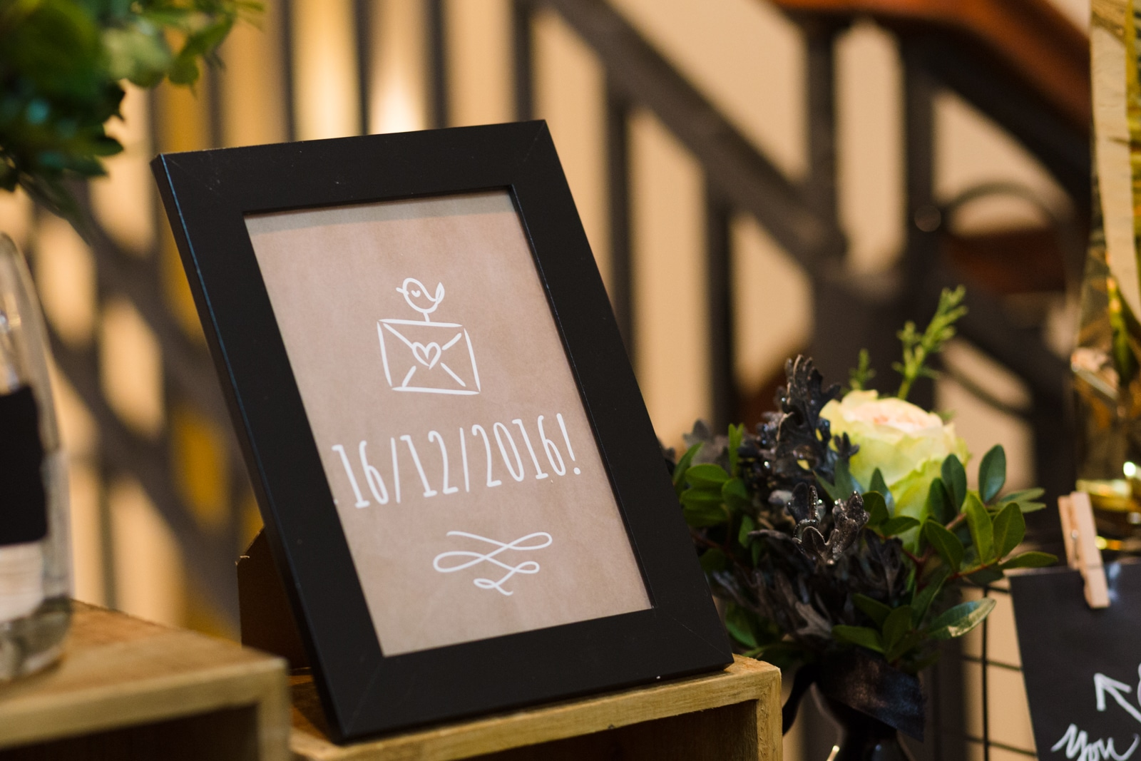 Black-gold rustic wedding decoration