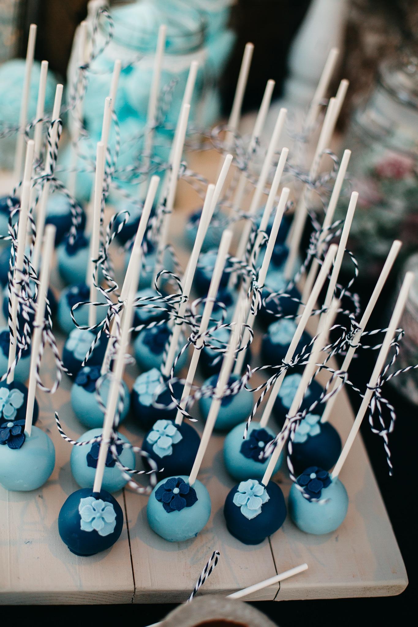 Καλοκαιρινός μπλε γάμος στη Σαντορίνη