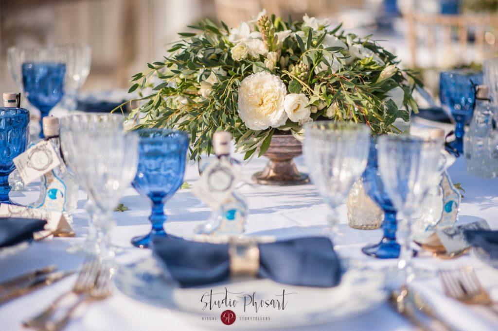 μπλε στολισμός γάμου στη σαντορίνη