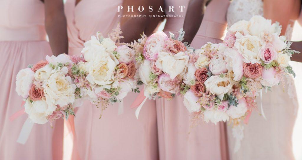 ροζ νυφική ανθοδέσμη και λουλούδια γάμου