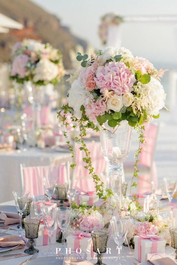 κεντρικός στολισμός γάμου με ροζ παιώνιες