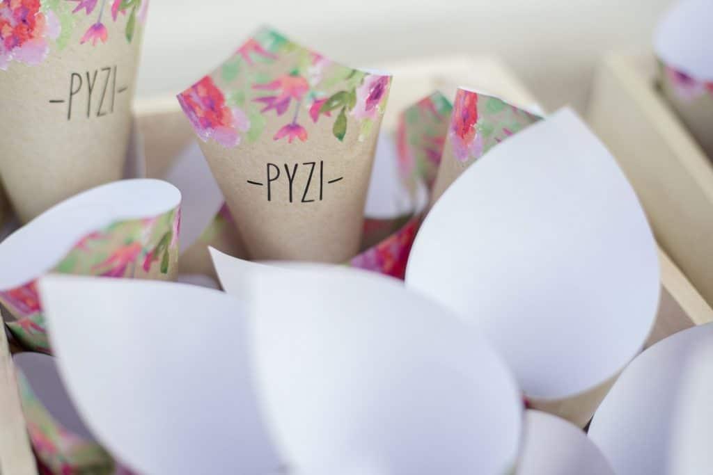 Floral χωνάκια για το ρύζι των καλεσμένων γάμου La fete