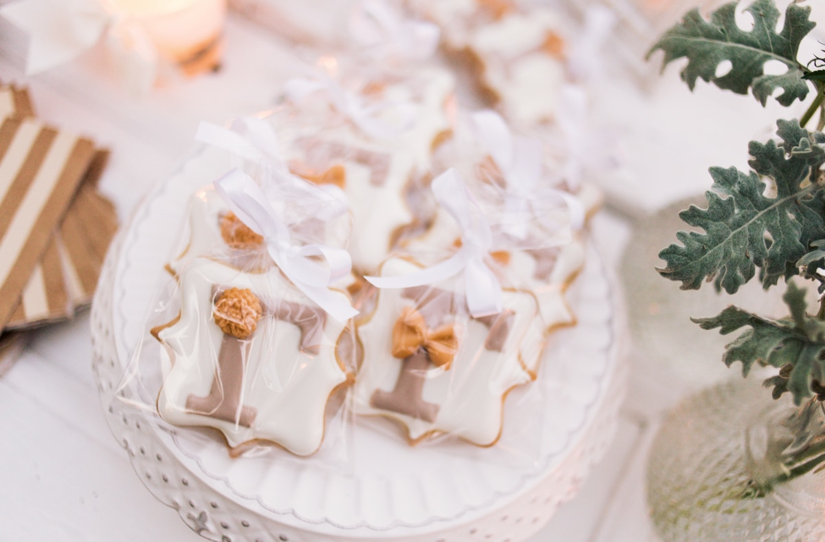 Wedding biscuits with the couple's monogram