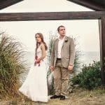 Φωτογράφιση γάμου μπροστά από τη θάλασσα