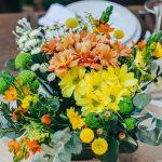 Centerpiece γάμου με φθινοπωρινά λουλούδια