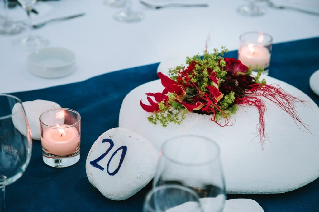 Nautical wedding decoration with coral flowers