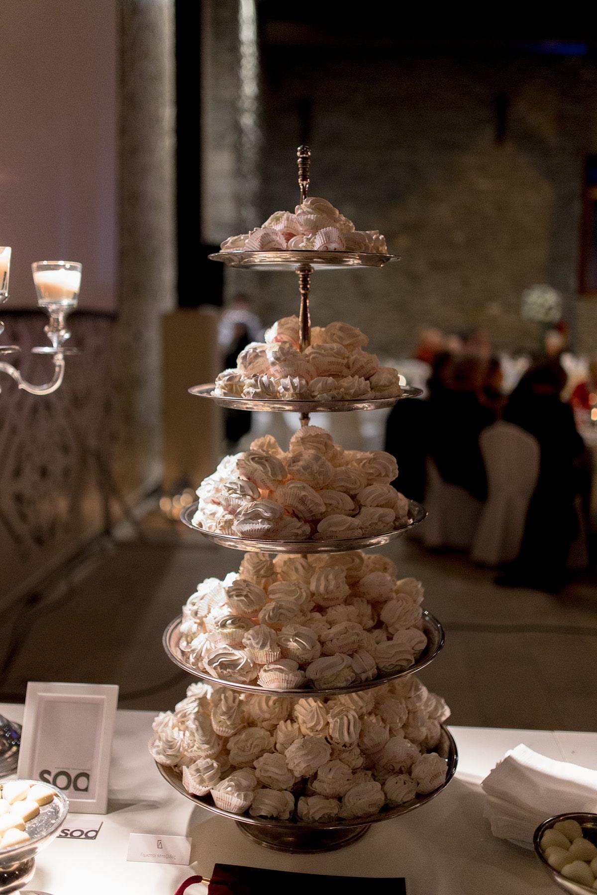 White wedding meringues