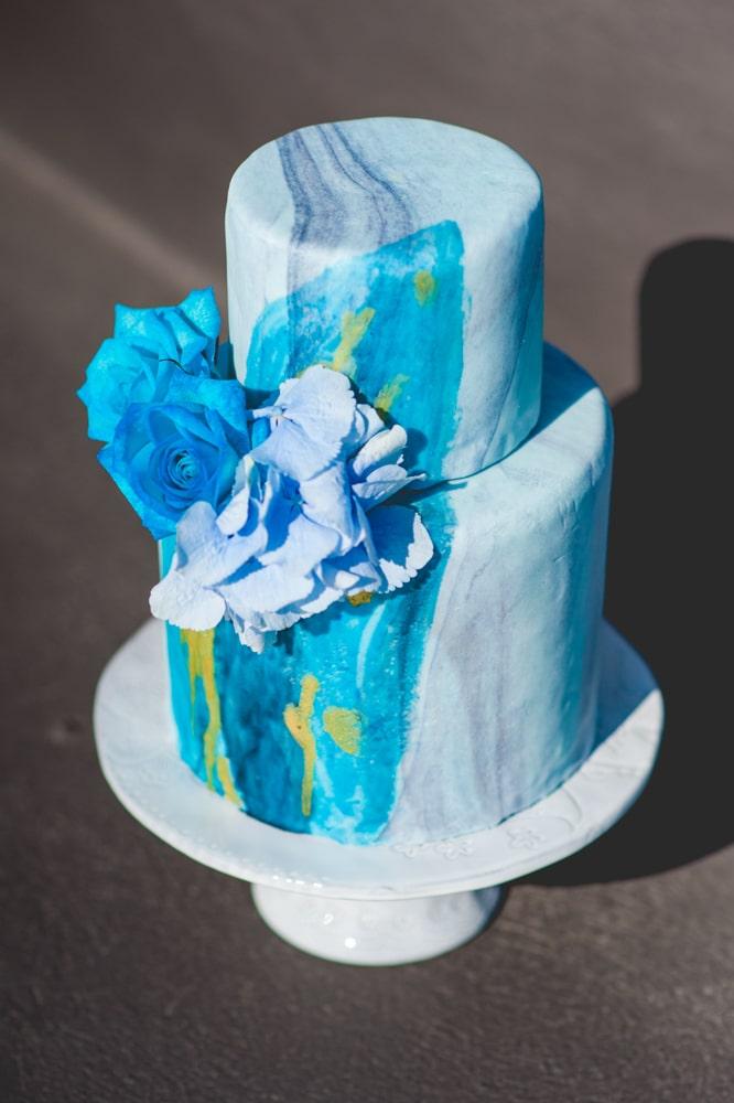 Μπλε watercolor γαμήλια τούρτα