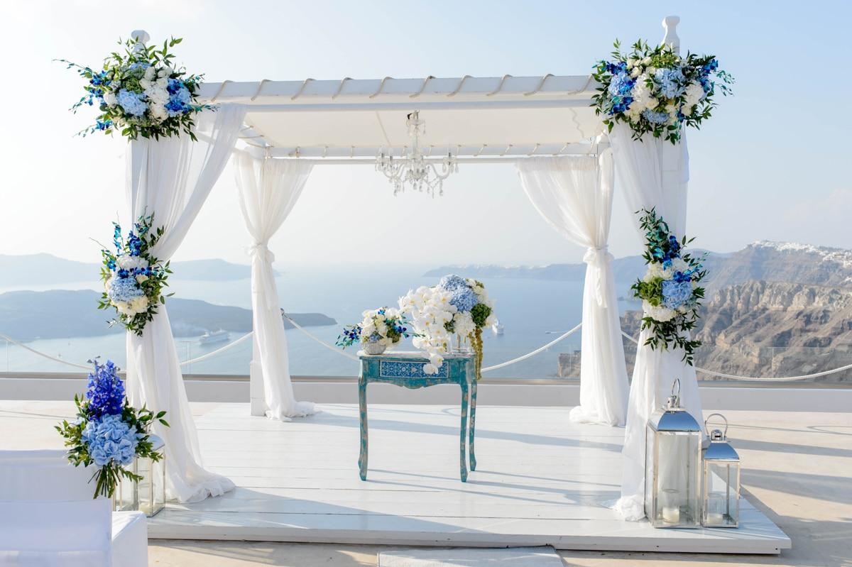 Wedding marquee με μπλε ορτανσίες