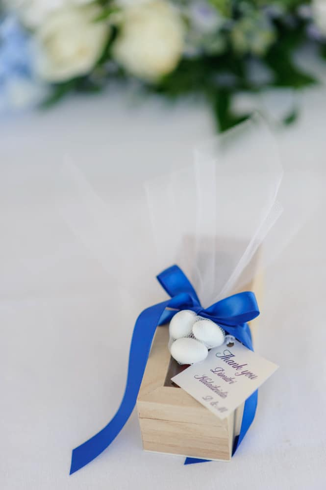 Summer wedding decoration with blue details