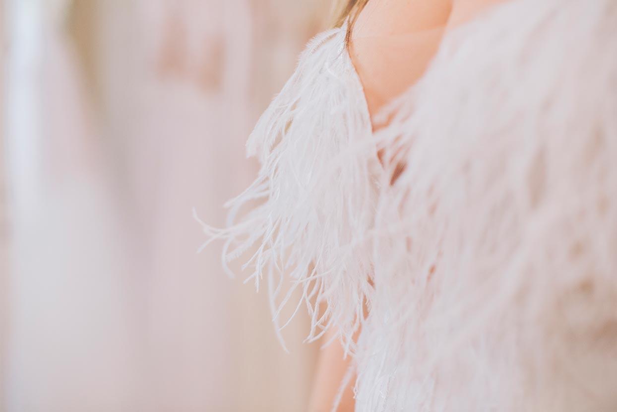 Νυφικό με φτερά στο μπούστο Lila Nova