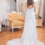 Νυφικό με φτερά στο στρίφωμα της φούστας Lila Nova