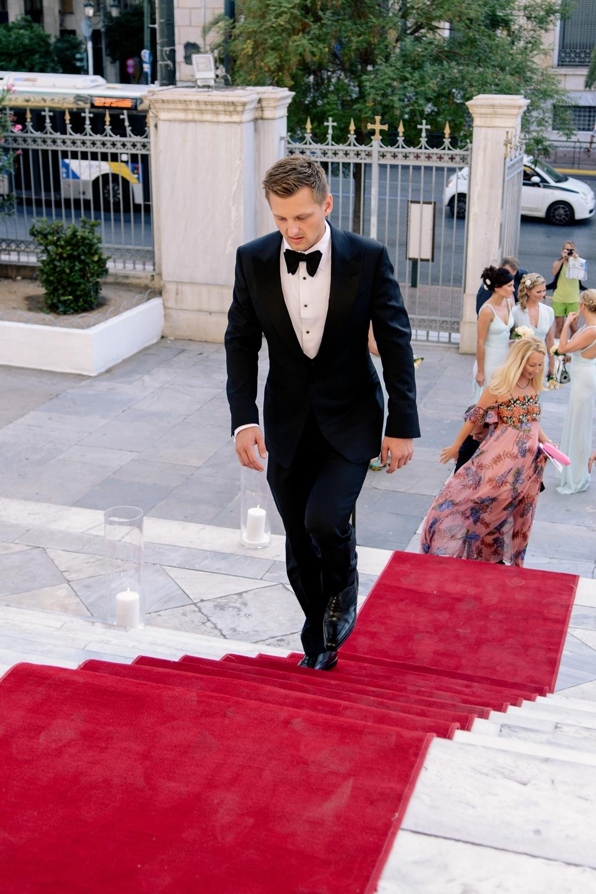 37424f16f19a Γκρι κοστούμι για το γαμπρό. Ρομαντικός elegant σικ γάμος στην Αθήνα