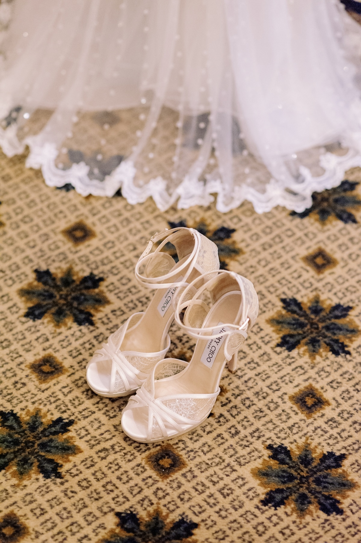 f8327699df0 Τα αγαπημένα μας Jimmy Choo νυφικά παπούτσια | WeddingTales.gr
