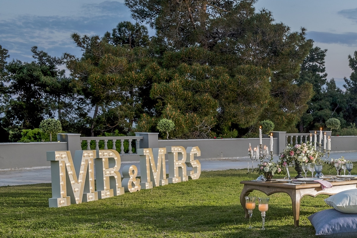 Mr & Mrs marque letters