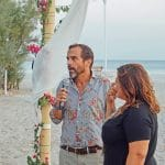 Τελετή γάμου πάνω στην παραλία