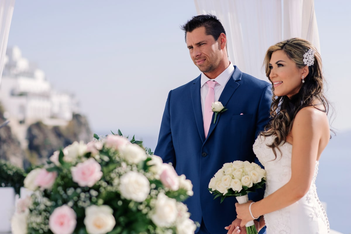 Romantic elopement in Santorini