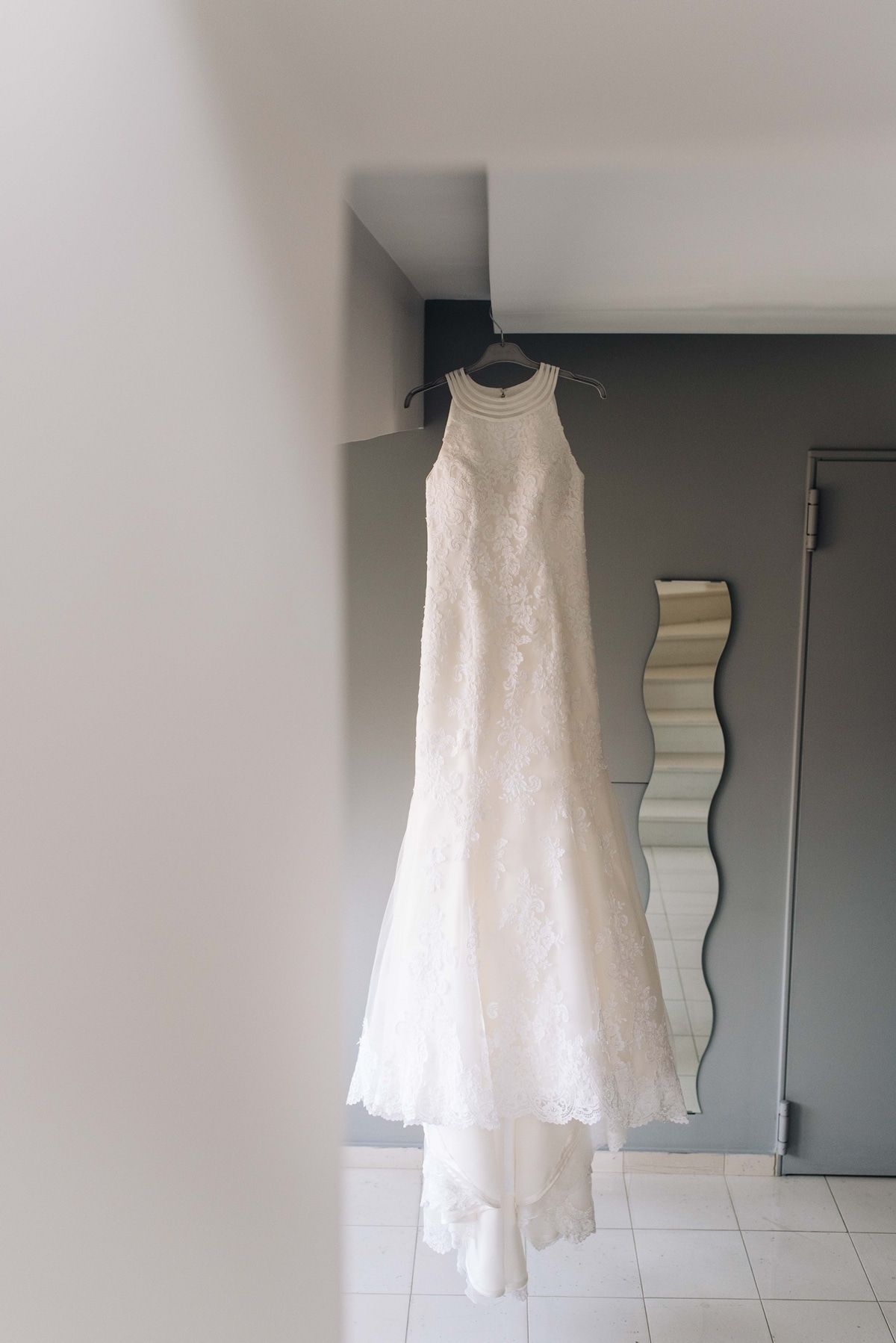 White sleeveless wedding dress