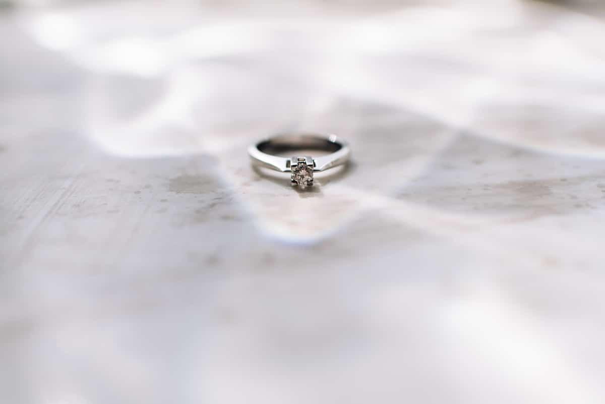Ασημένιο μονόπετρο με διαμάντι