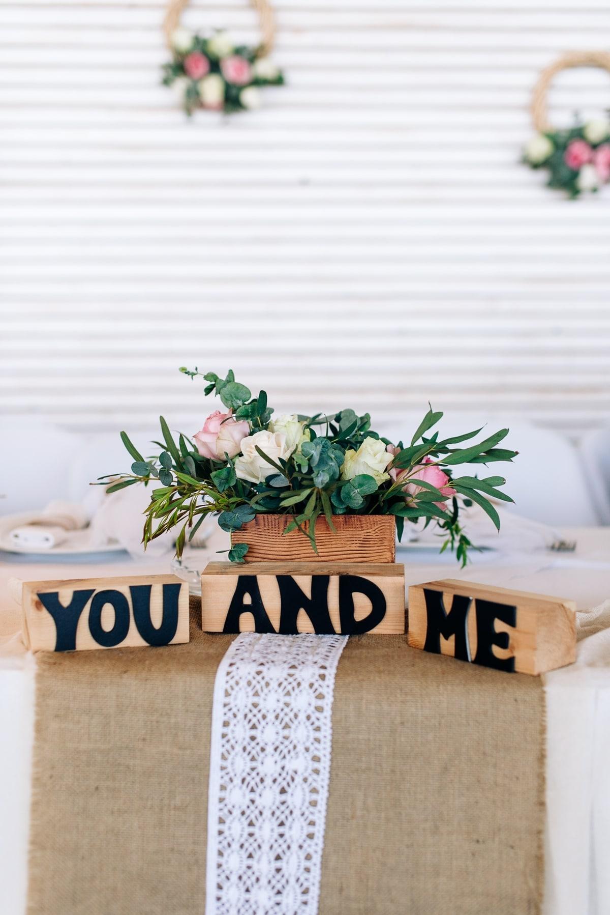 Ξύλινη πινακίδα γάμου You and Me