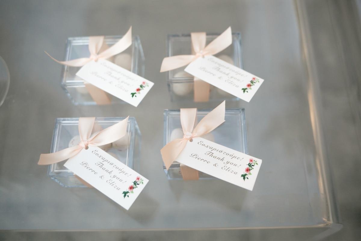 b974aa918092 Μπομπονιέρες γάμου κουτάκια διάφανα με κορδέλα