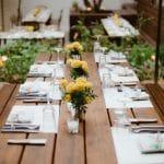 Ιδέες για rustic διακόσμηση γάμου με κίτρινες μαντζουράνες