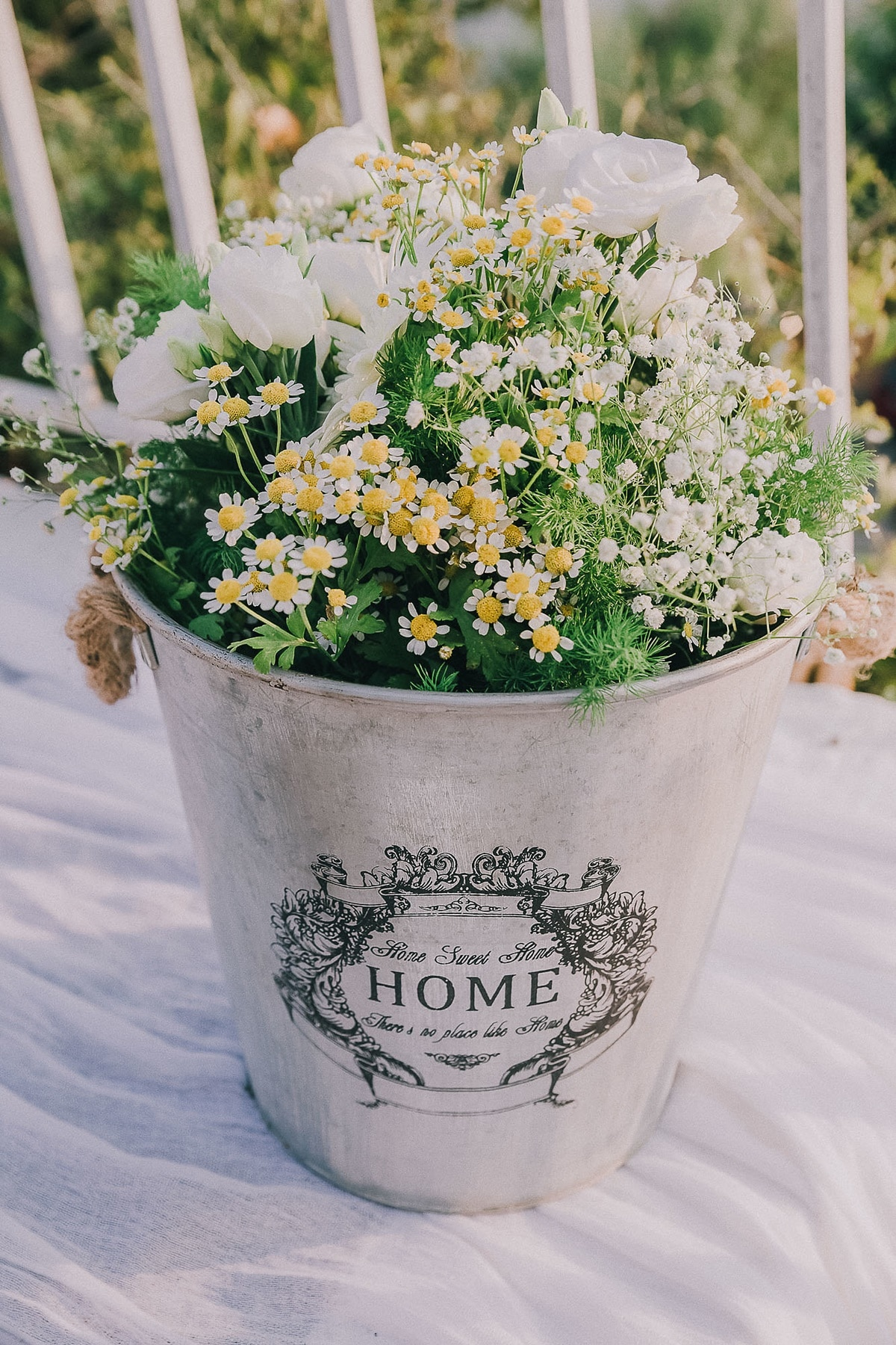 Ideas for romantic decoration with chamomile