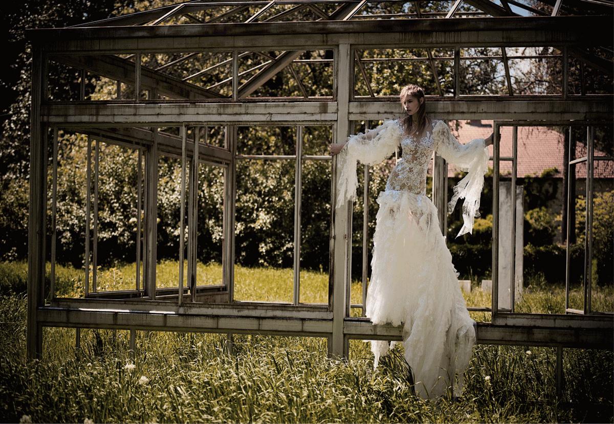 Εντυπωσιακό νυφικό φόρεμα με βολάν Christos Costarellos 2018