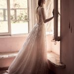 Νυφικό φόρεμα με δαντέλα Christos Costarellos 2018
