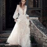 Ρομαντικό νυφικό με μακριά μανίκια Christos Costarellos 2018