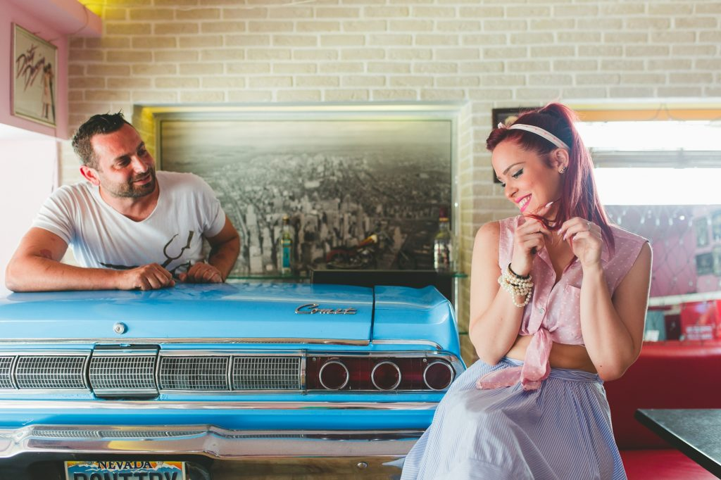 Pre wedding 60s themed engagement φωτογράφιση Labrini Sotiriou