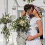 Πρώτο φιλί νύφης και γαμπρού