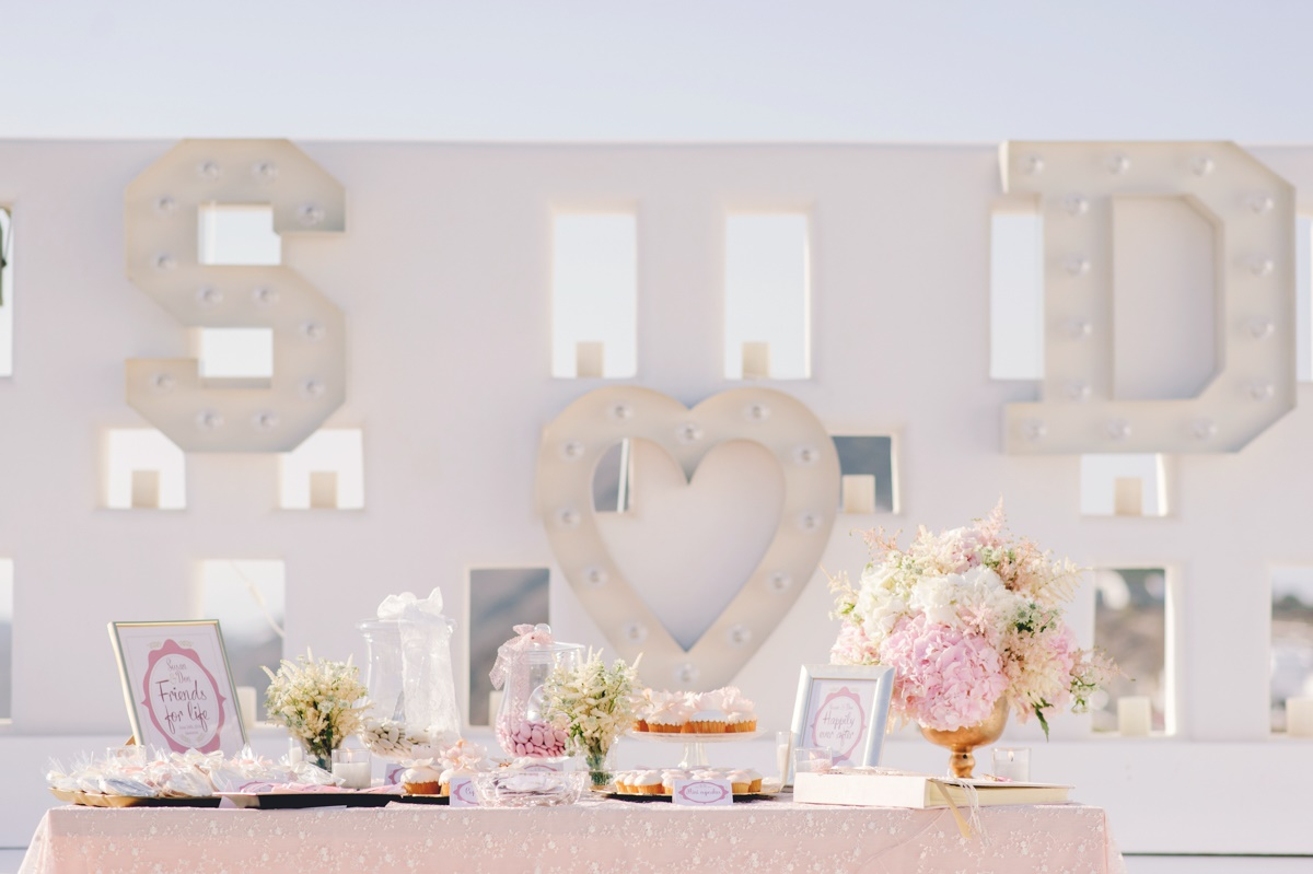 A pink romantic wedding in Santorini