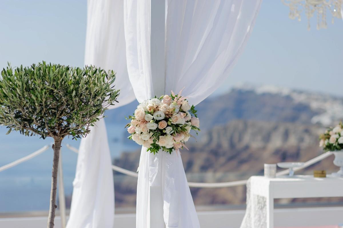 Ρομαντική διακόσμηση γάμου με τριαντάφυλλα