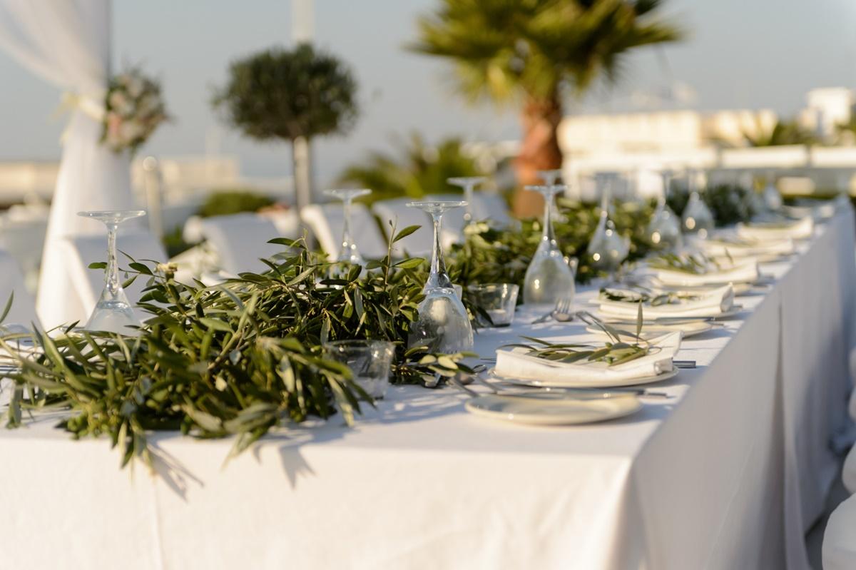 Διακόσμηση γάμου με φύλλα ελιάς