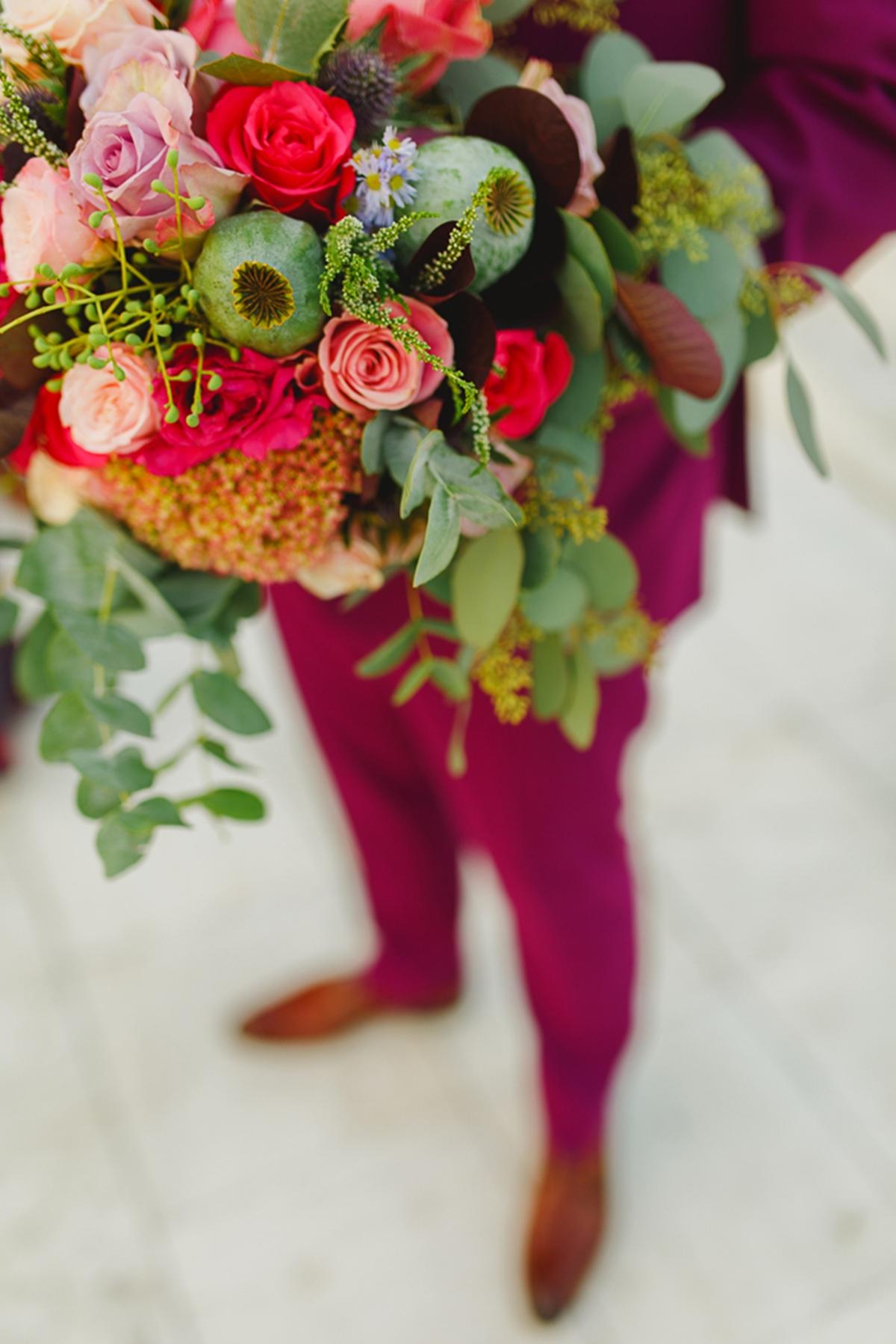 Νυφική ανθοδέσμη με φούξια και ροζ νεραγκούλες