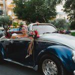Άφιξη της νύφης στην εκκλησία με vintage αμάξι