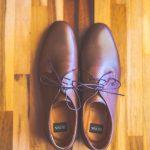 Καφέ δετά παπούτσια για τον γαμπρό